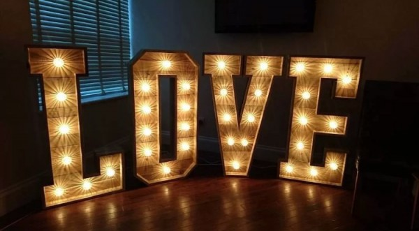 LOVE 4ft warm white light  £125, replacement value £800