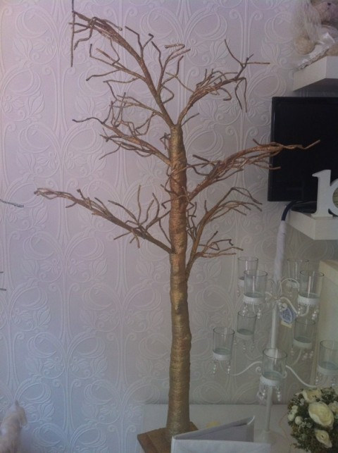 Gold wishing tree for guests wishes