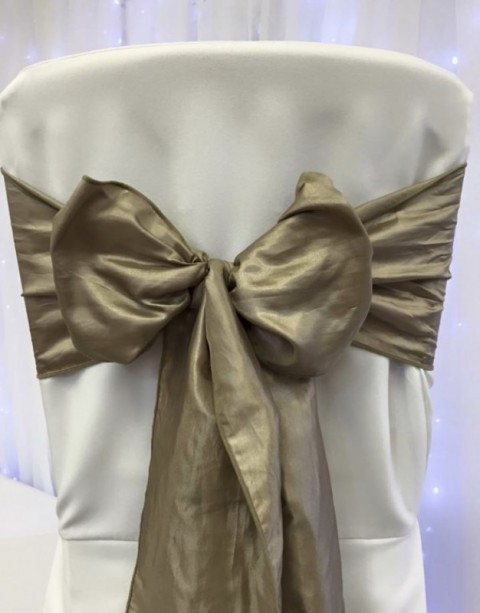 Wheat taffeta. Hire price £1. Replacement value £5 each.