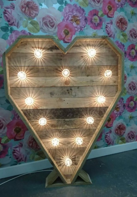Wooden Heart 4ft in warm white - £35, replacement value £200.00