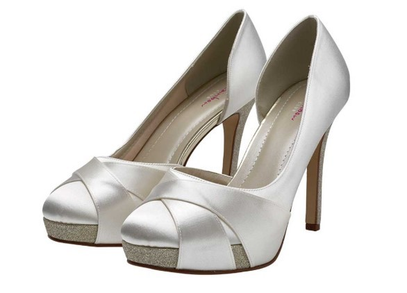 RAINBOW CLUB - KELIS - Ivory satin court shoe