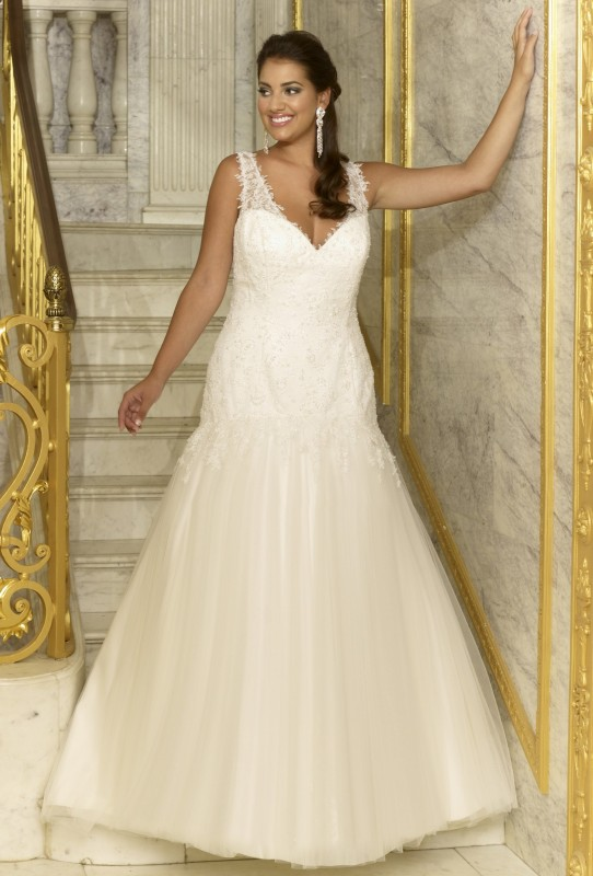 SON91752 - Fish tale style dress with lace at the top and tulle at the bottom