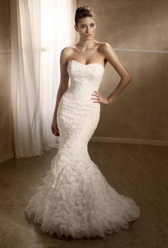 M1247L - Tulle & lace mermaid dress with slight sweetheart neckline & ruffled lower skirt