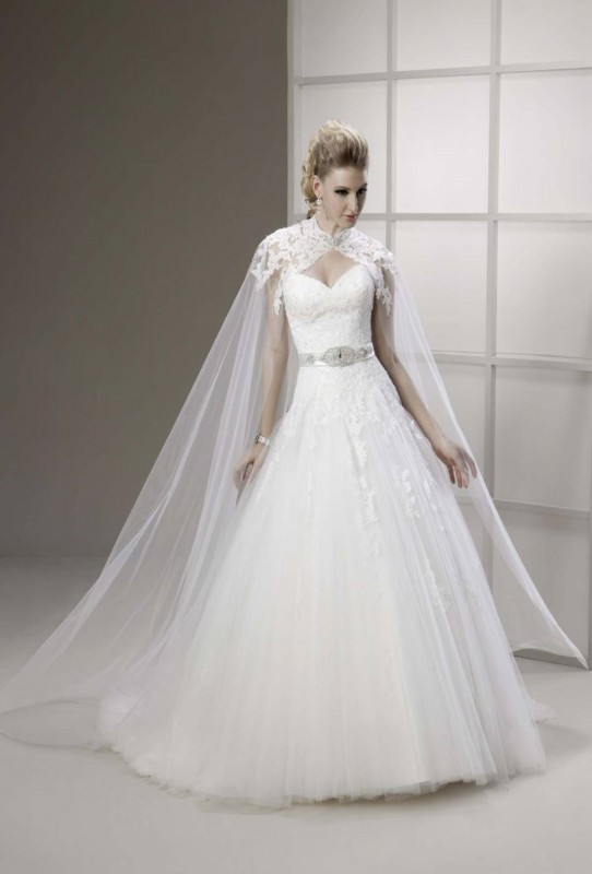Strapless sweetheart ballgown style dress with lace detail, with or without cape