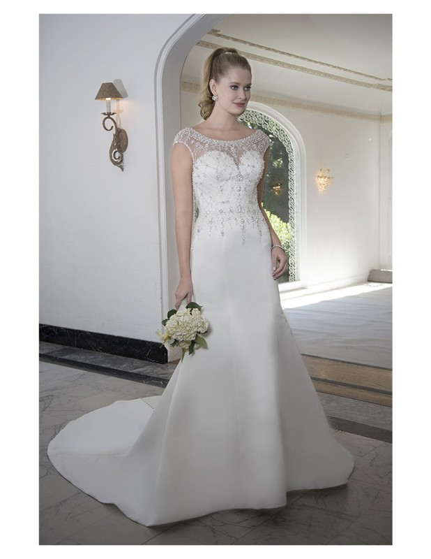 Colour: Ivory   Size:14   /   Fitted beaded gown with sweetheart neckline and beaded illusion top