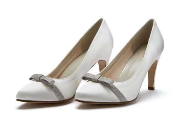 CAPRICE - Ivory satin & shimmer bow court shoe