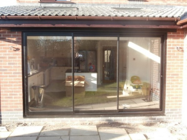 Aluminium triple track patio doors