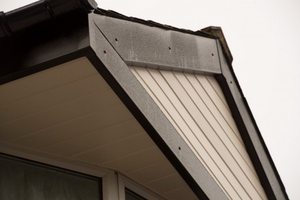 Black fascias,cream soffits & cream weather board