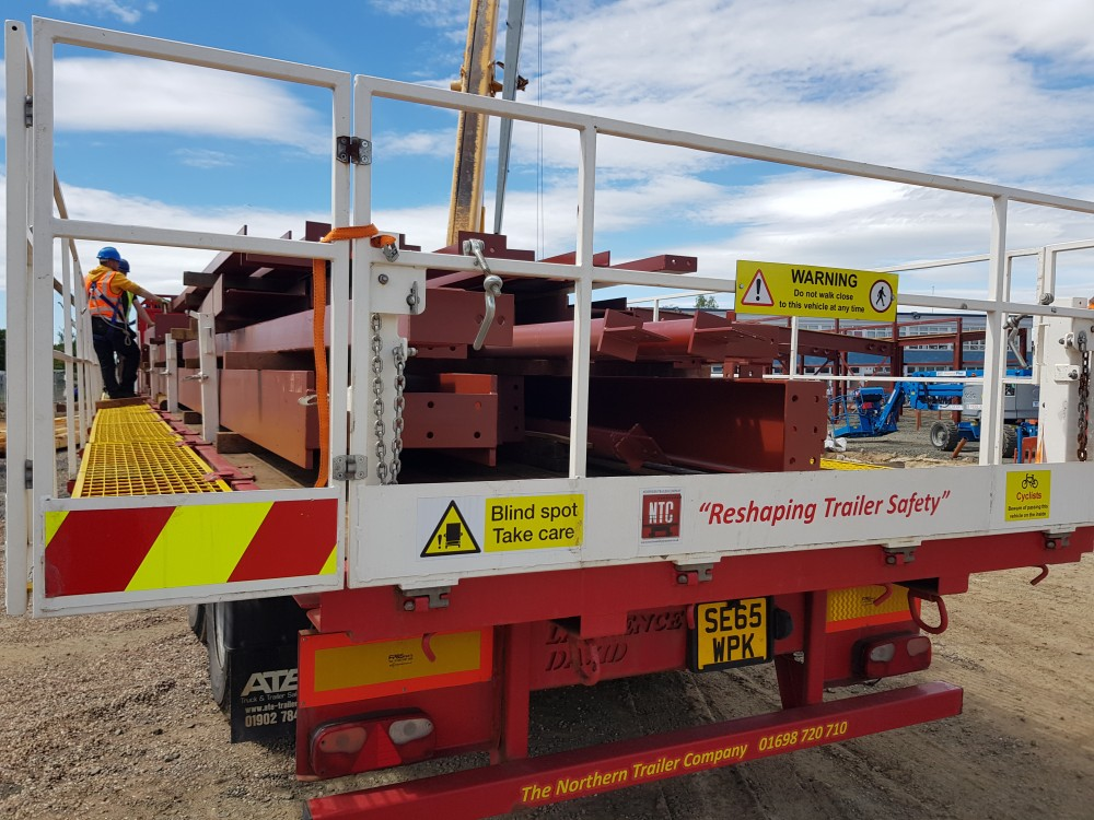 Perfect example of safe offloading on site using the NTC Pathfinder Safety System.